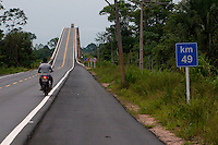 Alça Viária Pa. ponte sobre o rio Mojú.<br /> <br /> a ponte sobre o Rio Guamá, a maior das quatro que integram o projeto com dois quilômetros de extensão. O complexo consta ainda de 72 quilômetros de estradas e das pontes Moju-Cidade, Moju-Alça e a do Acará, construídas em estrutura metálica e concreto.<br /> Mojú, Pará, Brasil.<br /> Foto Paulo Santos<br /> 12/09/2013