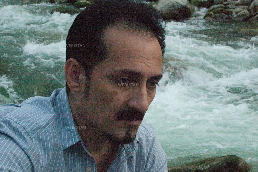 "AFGHANISTAN - 8 aout 2009 : Fahrad Darya, celebre chanteur pop-rock americano-afghan, dont le patronyme siginifie ""riviere"" en persan, posant devant le Salang, riviere de la region de Parwan, dans le Nord de l'Afghanistan. ..AFGHANISTAN -August 8th, 2009 : Afghan-American pop singer Farhad Darya sits by the Salang River in the region of Parwan, north of Kabul. The name Darya means ""river"" in Persian."