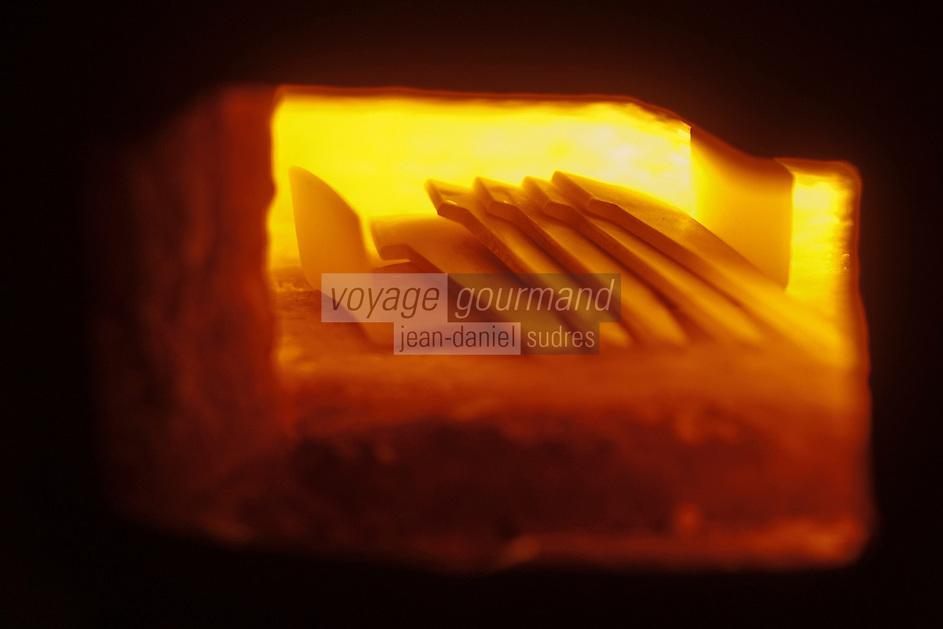 Europe/France/Midi-Pyrénées/12/Aveyron/Aubrac/Laguiole: Fabrication d'un Couteau de Laguiole à la Manufacture de Couteaux:  Forge de Laguiole _ Forge des Lames