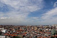 SAO PAULO, SP, 23 DE JANEIRO 2012. CLIMA TEMPO. Ceu aberto com poucas nuvens na regiao do Aeroporto de Congonhas, zona sul de SP, na manha desta segunda-feira, 23. (FOTO: MILENE CARDOSO - NEWS FREE)
