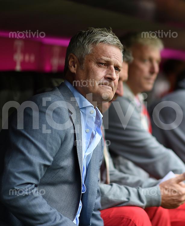 Fussball  1. Bundesliga  Saison 2014/2015   3. SPIELTAG FC Bayern Muenchen - VfB Stuttgart       13.09.2014 Trainer Armin Veh (VfB Stuttgart) nachdenklich