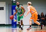 S&ouml;dert&auml;lje 2014-10-01 Basket Basketligan S&ouml;dert&auml;lje Kings - Norrk&ouml;ping Dolphins :  <br /> S&ouml;dert&auml;lje Kings Vincent Simpson i kamp om bollen med Norrk&ouml;ping Dolphins Ludvig Wissing <br /> (Foto: Kenta J&ouml;nsson) Nyckelord:  S&ouml;dert&auml;lje Kings SBBK T&auml;ljehallen Norrk&ouml;ping Dolphins