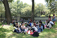 Knitting pic-nic in chapultepec. mexico