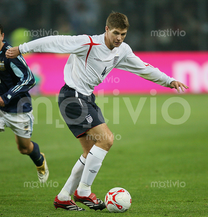 Fussball International Testspiel England 3-2 Argentinien Steven Gerrard (ENG) am Ball