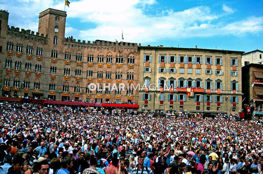 Festa na cidade de Siena, Itália. 1998. Foto de Vinicius Romanini.