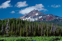 69ORCAC_09 - USA, Oregon, Deschutes National Forest, South side of Broken Top rises above coniferous forest, shrubs and creek.