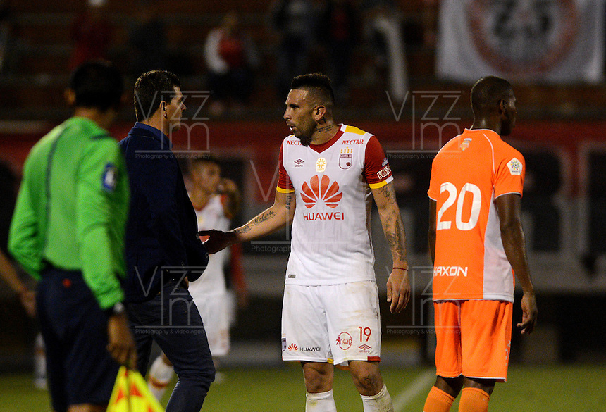 ENVIGADO- COLOMBIA -11-02-2017: Ismael Rescalvo (2 Der.), tecnico de Envigado FC, durante partido Envigado FC y el Independiente Santa Fe por la fecha 3 de la Liga Aguila I 2017, en el estadio Polideportivo Sur de la ciudad de Envigado. /  Ismael Rescalvo (2 L), coach of Envigado FC, during a match Envigado FC and Independiente Santa Fe for the date 3 of the Liga Aguila I 2017 at the Polideportivo Sur stadium in Envigado city. Photo: VizzorImage / Leon Monsalve / Cont.