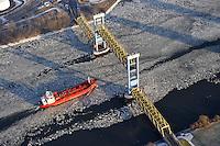 Eis auf der Elbe: EUROPA, DEUTSCHLAND, HAMBURG (EUROPE, GERMANY), 08.01.2009:  Europa, Deutschland, Hamburg,  Elbe, Eis, Eisgang,  Tankschiff, Kattwykbruecke, Luftaufnahme, Luftaufnahmen, Luftbild, Luftbilder, Vogelperspektive, Wasser,  Aufwind- Luftbilder .c o p y r i g h t : A U F W I N D - L U F T B I L D E R . de.G e r t r u d - B a e u m e r - S t i e g 1 0 2, .2 1 0 3 5 H a m b u r g , G e r m a n y.P h o n e + 4 9 (0) 1 7 1 - 6 8 6 6 0 6 9 .E m a i l H w e i 1 @ a o l . c o m.w w w . a u f w i n d - l u f t b i l d e r . d e.K o n t o : P o s t b a n k H a m b u r g .B l z : 2 0 0 1 0 0 2 0 .K o n t o : 5 8 3 6 5 7 2 0 9.C o p y r i g h t n u r f u e r j o u r n a l i s t i s c h Z w e c k e, keine P e r s o e n l i c h ke i t s r e c h t e v o r h a n d e n, V e r o e f f e n t l i c h u n g  n u r  m i t  H o n o r a r  n a c h M F M, N a m e n s n e n n u n g  u n d B e l e g e x e m p l a r !.