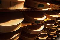 Europe/France/Rhône-Alpes/74/Haute-Savoie/ENV Abondance: Cave d'affinage de fromage AOC Abondance fermier GAEC  e Mont Chauffé