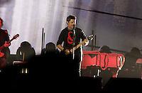 Alejandro Sanz durante su concierto en el Poliforum  de Leon Guanajuato,15 octubre 2013.<br /> (*Foto:TiradorTercero/NortePhoto*)