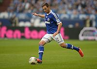 FUSSBALL   1. BUNDESLIGA   SAISON 2013/2014   8. SPIELTAG FC Schalke 04 - FC Augsburg                                05.10.2013 Marco Hoeger (FC Schalke 04) am Ball