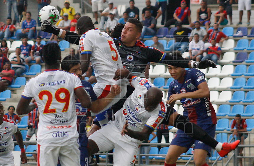 SANTA MARTA - COLOMBIA, 11-05-2019: Neto Volpi arquero de Pasto en acción durante el partido por la fecha 1, cuadrangulares semifinales, de la Liga Águila I 2019 entre Unión Magdalena y Deportivo Pasto jugado en el estadio Sierra Nevada de la ciudad de Santa Marta. / Neto Volpi goalkeeper of Pasto in action during match for the date 1 of the semifinal quadrangular as part Aguila League I 2019 between Union Magdalena and Deportivo Pasto played at Sierra Nevada stadium in Santa Marta city. Photo: VizzorImage / Gustavo Pacheco / Cont