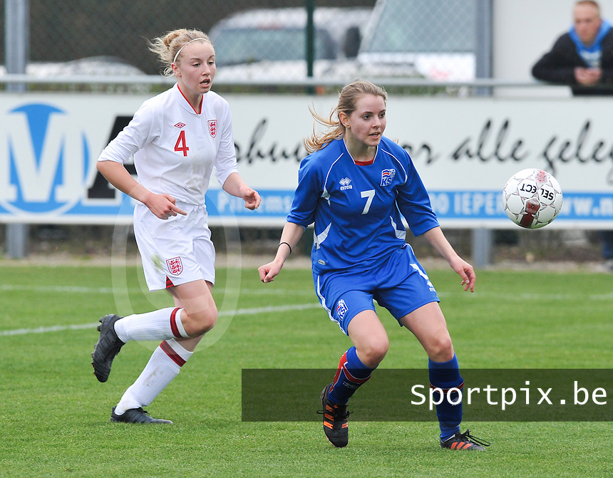 UEFA Women's Under 17 Championship - Second Qualifying round - group 1 : England - Iceland : .Lara Einarsdottir aan de bal voor Leah Cathrine Williamson.foto DAVID CATRY / Vrouwenteam.be