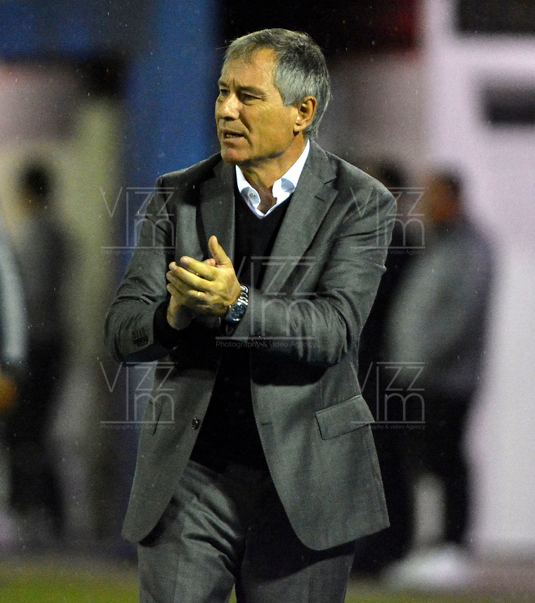 RIONEGRO- COLOMBIA, 21-05-2019: Ariel Holan, técnico del Club Atlético Independiente (ARG), durante partido de ida de la segunda fase entre Rionegro Águilas Doradas (COL) y Club Atlético Independiente (ARG) por la Copa Conmebol Sudamericana 2019, jugado en el estadio Alberto Giraldo de la ciudad de Rionegro.  / Ariel Holan, coach of Club Atletico Independiente (ARG), during a match of the first round of the second stage between Rionegro Aguilas Doradas (COL) and Club Atletico Independiente (ARG) for the Conmebol Sudamericana Cup 2019, played at Alberto Giraldo stadium in Rionegro city. Photo: VizzorImage / Fernando Agudelo / Cont.