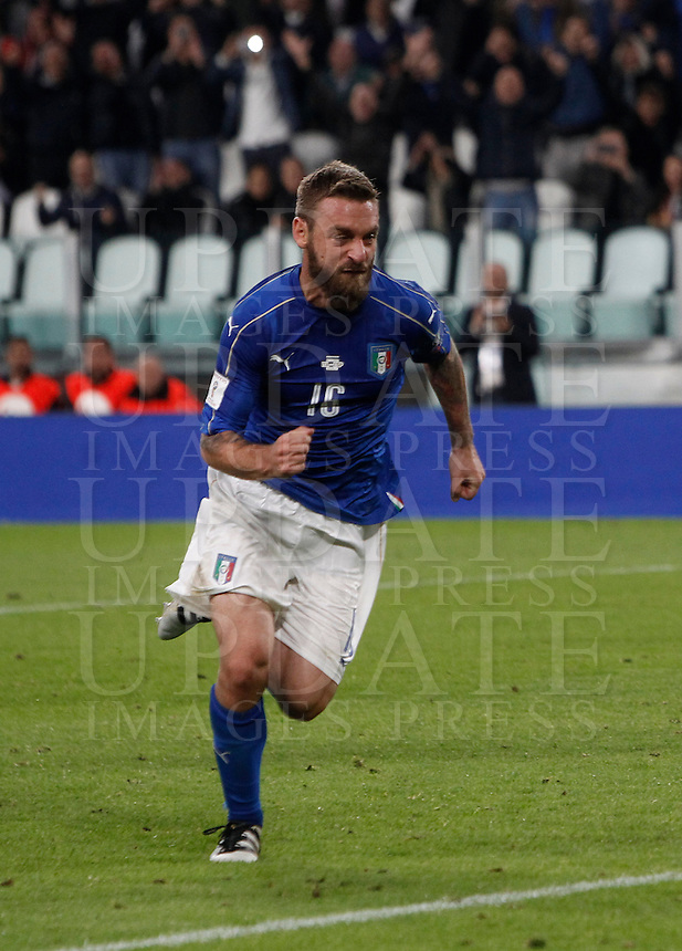 Italy Daniele De Rossi celebrates after scoring the equalizer goal on a penalty kick during the Fifa World Cup 2018 qualification soccer match between Italy and Spain at Turin's Juventus Stadium, October 6, 2016. The game ended 1-1.<br /> UPDATE IMAGES PRESS/Isabella Bonotto