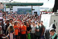 SAO PAULO, SP 07 de julho 2013-IML  chega pra retirar os corpos da vitimas do incendio,  um incêndio de grandes proporções destrui cerca de 40 moradias e desalojou cerca de 250 famílias da Comunidade da Ilha, na região de Heliópolis, zona sul de São Paulo, na madrugada deste domingo (7)_  ADRIANO LIMA / BRAZIL PHOTO PRESS).