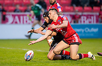 Picture by Allan McKenzie/SWpix.com - 26/04/2018 - Rugby League - Betfred Super League - Salford Red Devils v St Helens - AJ Bell Stadium, Salford, England - St Helens's Jonny Lomax and Salford's Niall Evalds fight for the ball in the try area.