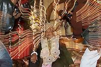 07.12.2008 Delhi(Haryana)<br /> <br /> Groom being photographed by photographers from both parts (groom and bride sides).<br /> <br /> Le marié en train d'être photographié par les photographes des deux parties(le coté du marié et de la mariée).