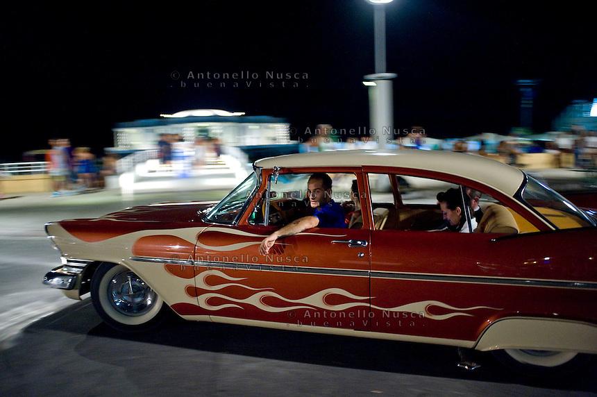 Senigallia, Agosto 2013. Il proprietario di un'auto d'epoca americana sul lungomare di Senigallia durante il Summer Jamboree.
