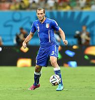 FUSSBALL WM 2014  VORRUNDE    Gruppe D     England - Italien                         14.06.2014 Giorgio Chiellini (Italien) am Ball