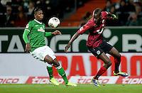 FUSSBALL   1. BUNDESLIGA   SAISON 2013/2014   11. SPIELTAG SV Werder Bremen - Hannover 96                         03.11.2013 Eljero Elia (SV Werder Bremen) gegen Salif Sane (re, Hannover)