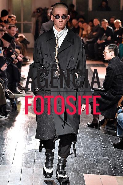 Yohji Yamamoto<br /> <br /> Paris Masculino - Inverno 2016<br /> <br /> <br /> foto: FOTOSITE