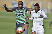 BOGOTÁ -COLOMBIA, 14-02-2016. Miller Mosquera (Izq) de La Equidad disputa el balón con Harrison Mojica (Der) de Deportivo Cali durante partido por la fecha 3 de la Liga Águila I 2016 jugado en el estadio Metropolitano de Techo de la ciudad de Bogotá./ Miller Mosquera (L) player of La Equidad fights for the ball with Harrison Mojica (R) player of Deportivo Cali during the match for the date 3 of the Aguila League I 2016 played at Metropolitano de Techo stadium in Bogotá city. Photo: VizzorImage/ Gabriel Aponte / Staff