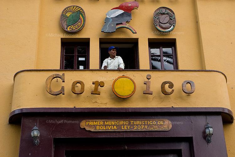 14.02.2010 Coroico(Bolivia)<br /> <br /> Man in the balcony of the town hall of Coroico during the carnival.<br /> <br /> Homme sur le balcon de la mairie du village de Coroico pendant le carnaval.