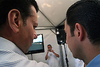 SÃO PAULO, SP, 03 DE FEVEREIRO DE 2010 - INDY 300 / VISTORIA PREFEITO - A cidade de São Paulo sediará no dia 14 de março a primeira etapa da temporada 2010 da Fórmula Indy. Na manhã desta quarta-feira (3), o prefeito da capital paulista, Gilberto Kassab (DEM), ao lado do presidente da SPTuris Caio de Carvalho encontra com os pilotos brasileiros da categoria Tony Kanaã (careca), Victor Meira (gravata), Rafael Mattos (camisa azul), Mario Moraes (Blusa e gola preta), Bia Figueiredo, Hélio Castro Neves (camisa azul claro), na sede da SPTuris, que fica na região do Sambódromo do Anhembi, local onde a prova será realizada. Na ocasião, o prefeito e os pilotos realizam uma vistoria no circuito que está sendo construído. (FOTO: VANESSA CARVALHO / NEWS FREE).
