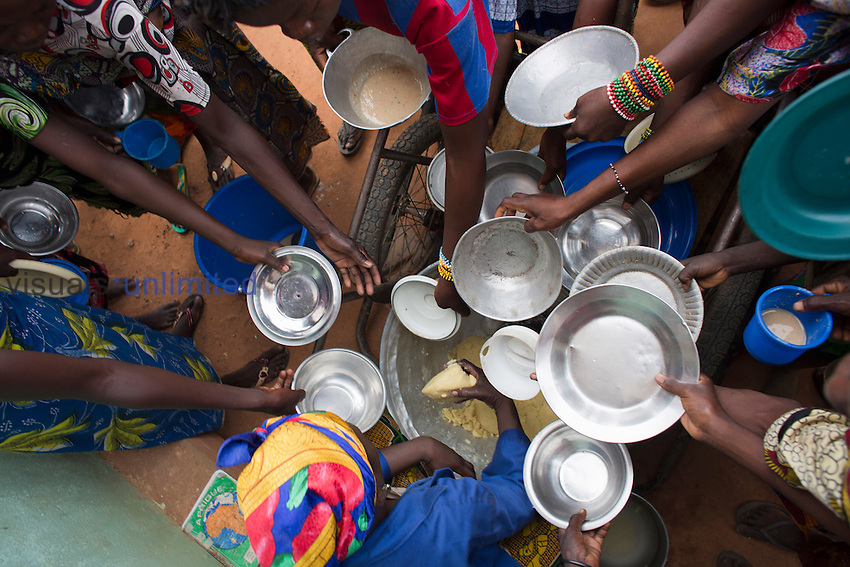 Food distribution at MSF hospital in Central African Republic