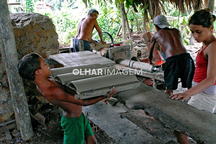Trabalho infantil em olaria. Iguarapé-mirim. Pará. 2008. Foto de Ricardo Azoury.
