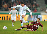 FUSSBALL   DFB POKAL   SAISON 2011/2012   VIERTELFINALE VfB Stuttgart - FC Bayern Muenchen                      08.02.2012 Mario Gomez (li, FC Bayern Muenchen) gegen Georg Niedermeier (VfB Stuttgart)