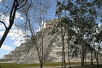 Templo de Kukulcan.<br /> Zona arqueologica de Chichen Itza Zona arqueol&oacute;gica  <br /> Chich&eacute;n Itz&aacute;Chich&eacute;n Itz&aacute; maya: (Chich&eacute;n) Boca del pozo; <br /> de los (Itz&aacute;) brujos de agua. <br /> Es uno de los principales sitios arqueol&oacute;gicos de la <br /> pen&iacute;nsula de Yucat&aacute;n, en M&eacute;xico, ubicado en el municipio de Tinum.<br /> *Photo:*&copy;Francisco* Morales/DAMMPHOTO.COM/NORTEPHOTO<br /> <br /> * No * sale * a * third *