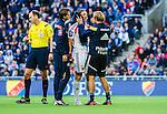 Stockholm 2014-08-31 Fotboll Allsvenskan Djurg&aring;rdens IF - Malm&ouml; FF :  <br /> Djurg&aring;rdens m&aring;lvakt Kenneth H&ouml;ie H&oslash;ie har skadat sig i den andra halvleken efter en kollision med Malm&ouml;s Markus Rosenberg och tittas till av Djurg&aring;rdens sjukv&aring;rdare<br /> (Foto: Kenta J&ouml;nsson) Nyckelord:  Djurg&aring;rden DIF Tele2 Arena Malm&ouml; MFF skada skadan ont sm&auml;rta injury pain
