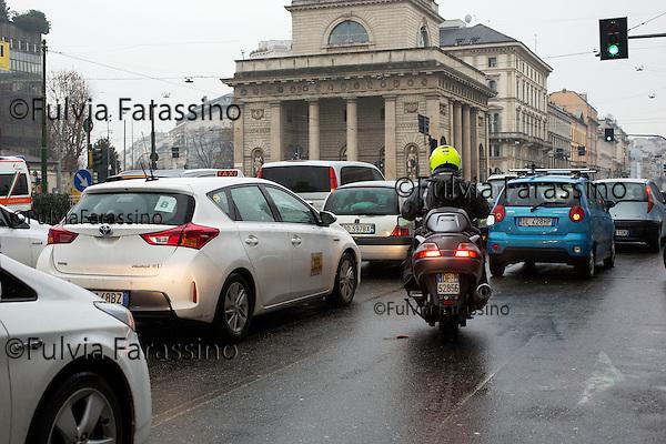 Milano 3 febbraio 2016, , Corso Buenos Aires angolo Porta Venezia una delle zone di Milano di maggior concentramento dello smog;<br />  areas of the critical areas  of smog in  Milan
