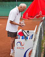 Netherlands, Amstelveen, August 18, 2015, Tennis,  National Veteran Championships, NVK, TV de Kegel,  Men's 85 years +,   Tertius Olff<br /> Photo: Tennisimages/Henk Koster