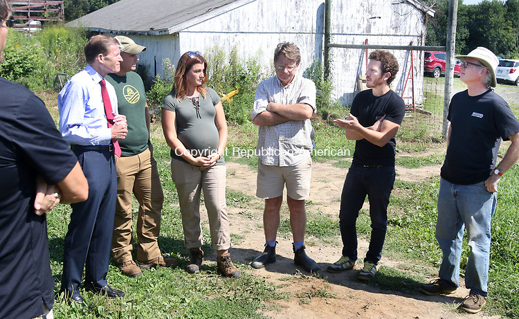 MORRIS CT. 09 Augusr 2017-080917SV02-From left, Sen. Richard Blumenthal, D-Conn, Sam and Heather Wilson, Hop Culture Farms and Brew Company in Colchester, James Shepard, Smokedown Farm in Sharon, Barry Labendz, head brewer of Kent Falls Brewing, and Doug Weber, Pioneer Hops Farm in Morris, talk about the local hops at Pioneer Hops Farm in Morris Wednesday.<br /> Steven Valenti Republican-American