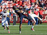 Keenan Allen of California catches a pass from Zach Maynard during the game against Fresno State at Candlestick Park in San Francisco, California on September 3rd, 2011.  California defeated Fresno State, 36-21.