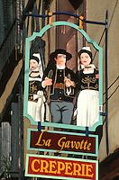 Europe/France/Bretagne/35/Ille-et-Vilaine/Rennes: Détail Enseigne crèperie rue St Georges représentant des Costumes Traditionnels Bretons