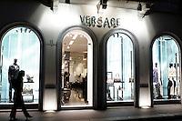 Via Montenapoleone, strada dello shopping a Milano.<br /> Shopping in via Montenapoleone, Milan.<br /> UPDATE IMAGES PRESS/Riccardo De Luca