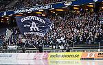 Solna 2014-03-16 Bandy SM-final herrar Sandvikens AIK - V&auml;ster&aring;s SK :  <br /> Sandvikens supportrar med en flagga p&aring; l&auml;ktarn under SM-finalen mot V&auml;ster&aring;s SK <br /> (Foto: Kenta J&ouml;nsson) Nyckelord:  SM SM-final final herr herrar VSK V&auml;ster&aring;s SAIK Sandviken  supporter fans publik supporters