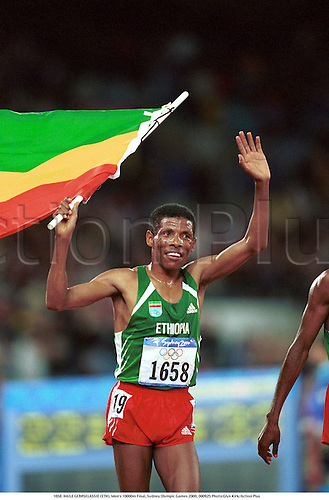 1658. HAILE GEBRESELASSIE (ETH), Men's 10000m Final, Sydney Olympic Games 2000, 000925 Photo:Glyn Kirk/Action Plus...Athletics.Distance.Winners.Flags.celebration.celebrate.celebrates.celebrations.joy.2000.olympics.man.track and field.male
