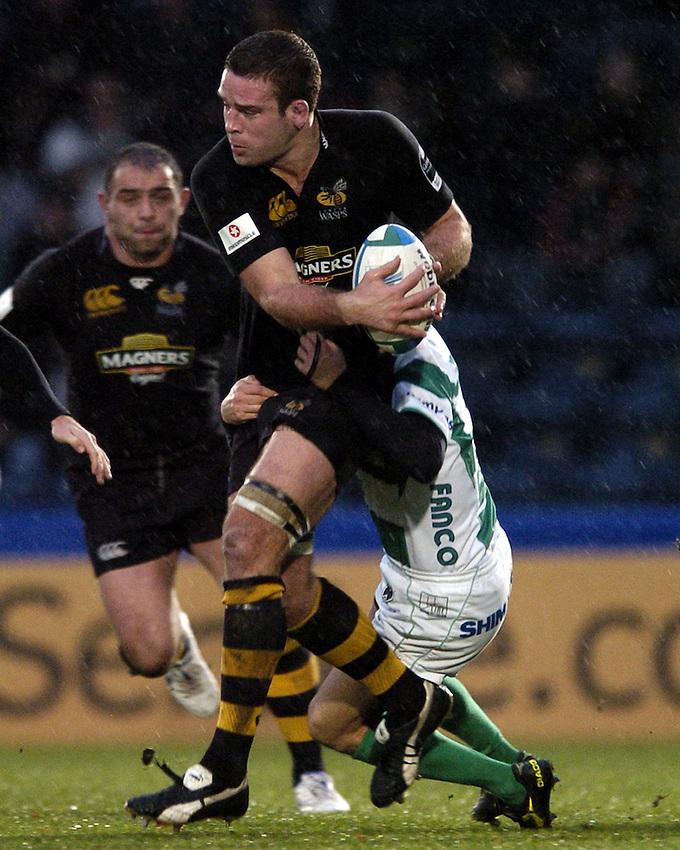 Photo: Jonathan Butler..London Wasps v Treviso. Heineken Cup. 10/12/2006..Joe Worsley of London Wasps is tackled.