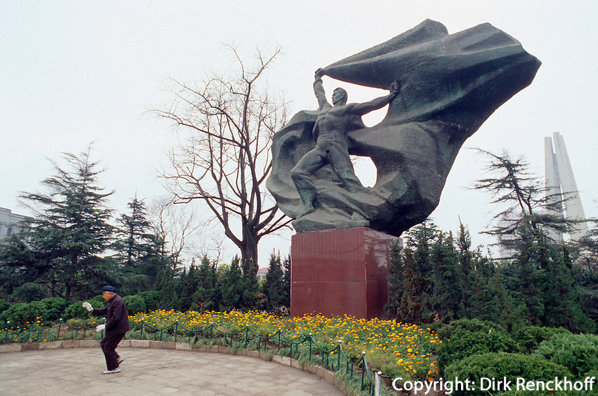 China, Shanghai, Denkmal der Revolution im HuangPu-Park, Tai Qi Quan