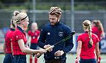 UTRECHT -  coach Robert Jan Cox (Laren) met Josien Galama (Laren)  tijdens de hockey hoofdklasse competitiewedstrijd dames:  Kampong-Laren . COPYRIGHT KOEN SUYK