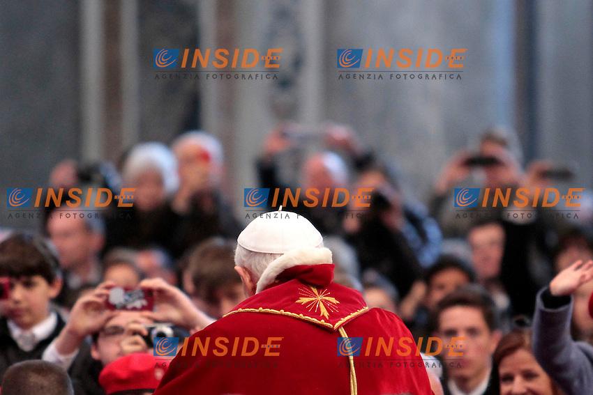 Papa Benedetto XVI, Joseph Ratzinger, Pope Benedict XVI .Roma 09/02/2013 Il Papa incontra i membri dell'Ordine dei Cavalieri di Malta nella Basilica di San Pietro..The Pope meets the knights of malta.Photo Insidefoto