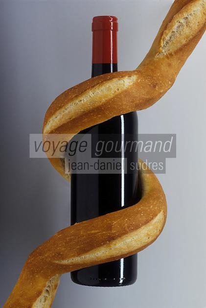 Gastronomie Generale: Baguette et bouteille de vin rouge