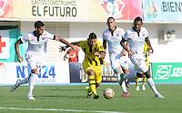 BARRANCABERMEJA- COLOMBIA - 13 - 09-2015: Omar Manjarres (Der) jugador de Alianza Petrolera, disputa el balón con Jorge Menosse (Izq.) jugador de Once Caldas, durante partido Alianza Petrolera y Once Caldas, por la fecha 12 por la Liga Aguila II 2015 en el estadio Daniel Villa Zapata en la ciudad de Barrancabermeja. / Omar Manjarres (R) player of Alianza Petrolera, figths the ball with Jorge Menosse (L)  player of Once Caldas,  during a match Alianza Petrolera and Once Caldas, for date 12 of the Liga Aguila II 2015 at the Daniel Villa Zapata stadium in Barrancabermeja city. Photo: VizzorImage  / Jose D Martinez / Cont.