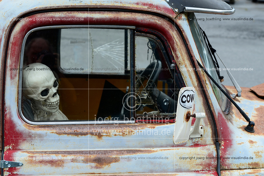 USA, Virginia, Waynesboro, skeleton in classic car