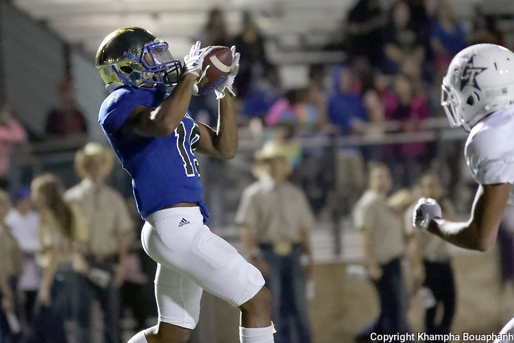 Boswell's Brandon Chatman makes a 19-yard touchdown reception in the first quarter during their 73-7 win over Chisholm Trail 73-7 in 3-5A high school football on Thursday, September 20, 2018. (Photo by Khampha Bouaphanh)